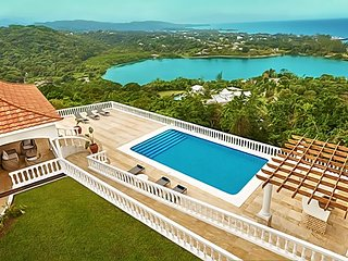 Heaven Villa is not on the water, it is above!, Port Antonio