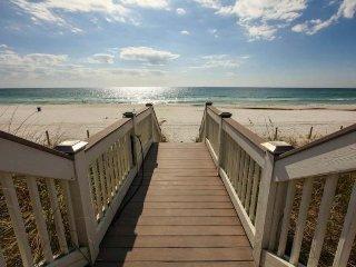 Lovely beachfront condo w/ deck, Gulf views & shared pool/gym - near Pier Park!