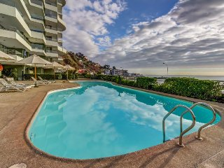Welcoming oceanfront condo w/gshared hot tub, pool, fitness center, game room