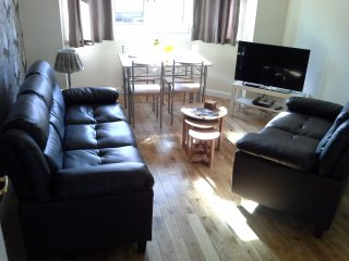Modern,bright central Edinburgh apartment with two double bedrooms, Édimbourg