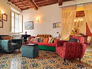 Sea, mountains and arts in Versilia in a large, warm and cool tuscan house