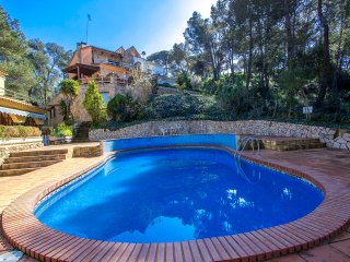 Hilltop holiday home for 10 guests in Blanes, only 3km to the beach!