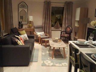 Cozy & Bright Teddington Apartment