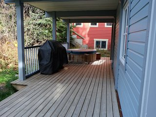 Large Deck with Hot Tub and BBQ - Summer