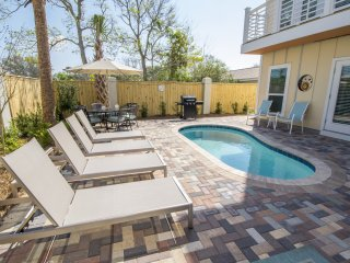CHANCES R: Brand New, Outdoor Living, 4 Kings, Private Pool, Golf Cart