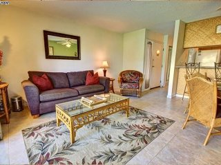 KGE F101 Beautifully Appointed Condo in Kihei, Walk to Beaches and Shops
