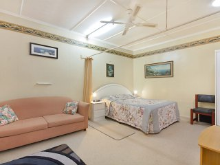 Point Danger Lodge unit 10 - Centrally located one bedroom Studio