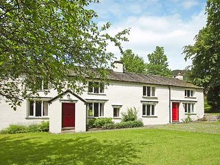 HALL BANK COTTAGE,woodburning stove, original beams, front lawned garden, Cot &