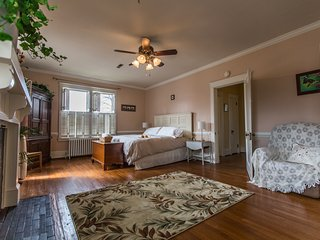 Suite with Private Bath in Downtown Culpeper