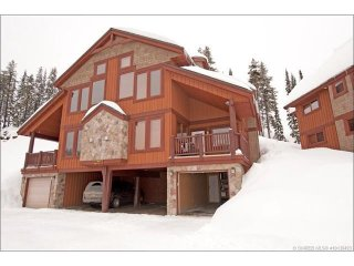TRUE SKI IN / OUT - 5 Bedroom + 3 Full Bathrooms, and Private Hot Tub - 4 FLOORS