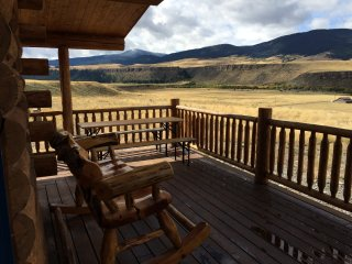 Three level log home overlooking the Madison River. Private river access 3+/2.5