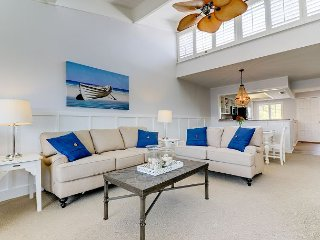 Loggerhead Cay #403: Beautifully Updated 2 BR East End Condo Steps to Beach!, Isla de Sanibel