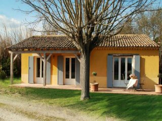 """Les Oliviers"" - (6 pers: 4 adults + 2 kids) WIFI, air-con, bikes, pool, Caderousse"