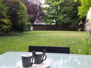 St Mande: Pleasant apartment with garden in a quiet and safe neighbourhood