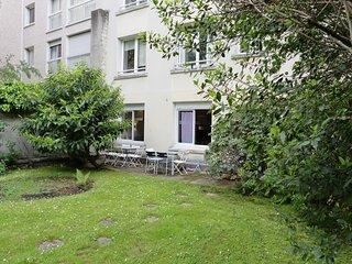 St Mande: Pleasant apartment with garden, quiet and safe neighbourhood 'F5'