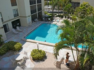 Siesta Key 2 BR, 2 1/2 Bath - ***Across From Beach - Pool-view Balcony***
