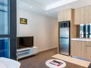 Modern CBD Apartment with Gym and free WiFi