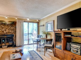 1Br Condo with Snake River Views! Stay Here & Kids Ski Free! ~ RA141859