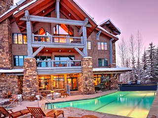 4 bedroom condo, Ski-in/Ski-out in Bear Paw Lodge. Sleeps 10