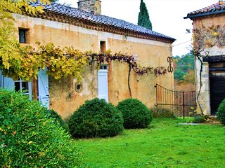 LA PETITE BORIE: stone property with private pool and huge garden. lot of charm