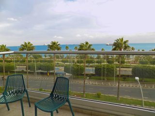 3b Retro Seafront Apartment - Olympic Beach TL162