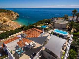 Penthouse apartment with private pool with the most beautiful beach views!