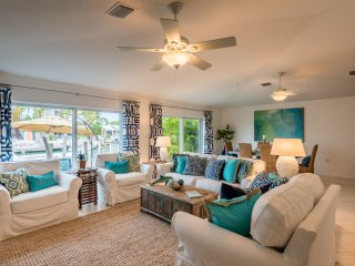 New Listing-Waterfront Beach Villa 3BR w/Cabana Club. Private boat charter, Key Colony Beach