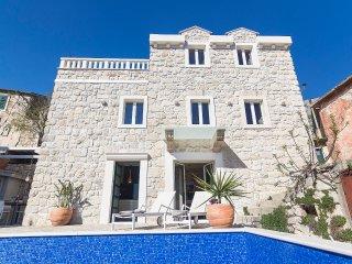 Stone house w/ pool Picco Bello Makarska Riviera, Tucepi