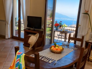 Apartment Bay: in Sorrento Coast, downtown, with sea view, FREE parking & wi-fi, Sant'Agata sui Due Golfi