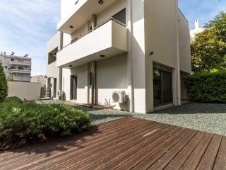 Luxury 3 Bedroom Apartment with garden in Glyfada