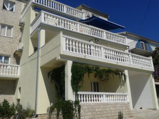 Sea view two bedroom apartment in Tisno