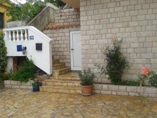 Classic two bedroom apartment in Tisno