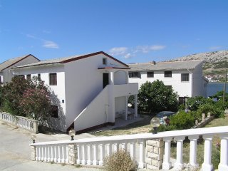 Traditional one bedroom apartment in Pag