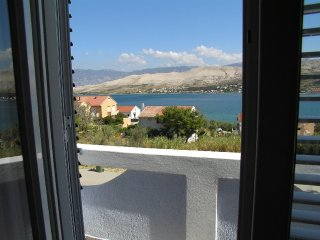 Charming four bedroom apartment in Pag