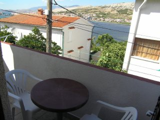 Warm two bedroom apartment in Pag