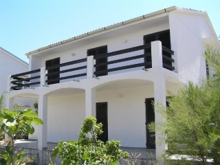Vintage two bedroom apartment in Pag