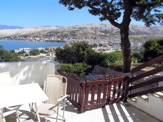 Charming two bedroom apartment in Pag