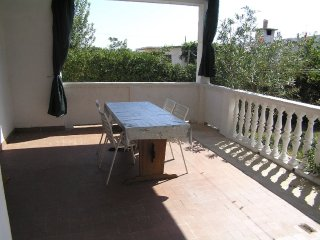 Spacious three bedroom apartment in Pag