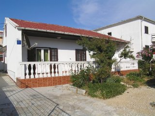 Three bedroom apartment in Pag