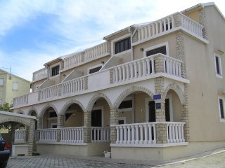 Quiet one bedroom apartment in Pag