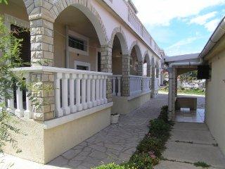 Apartments Vozab - A2 2KT D1 (P3535-9), Pag