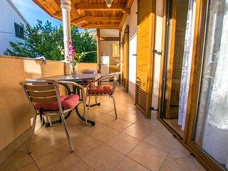 Tasteful two bedroom apartment in Starigrad