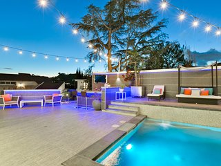 Hollywood Hills Contemporary Villa with Grill, Fire Pit, Pool, and Hot Tub
