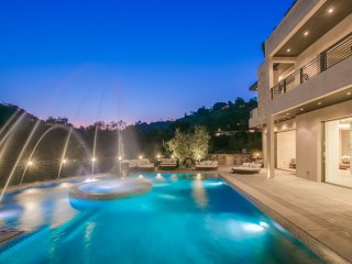Villa Zorada - an Incredible Mansion with Fountain Pool