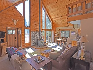 Bright & Beautiful Tahoe Donner Home + HOA Access!, Truckee