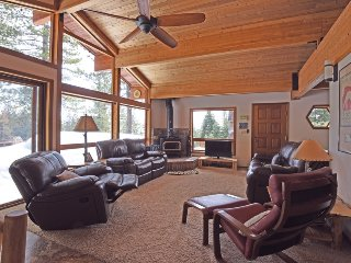 Welcoming Tahoe Vista Chalet