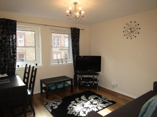 Modern apartment with private parking, Edimburgo