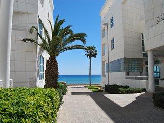 Faro bellas vistas, wifi, piscina, primera linea