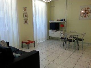 Appartement lumineux et confortable à 2 pas du port de Nice (2 à 4 personnes)
