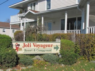 Joli Voyageur Resort & Campground